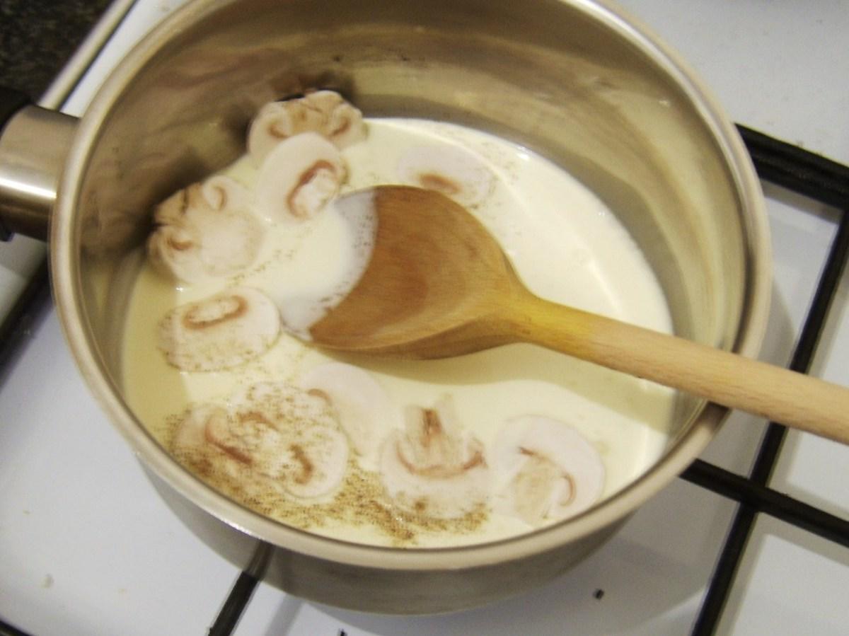 Preparing mushroom cream sauce