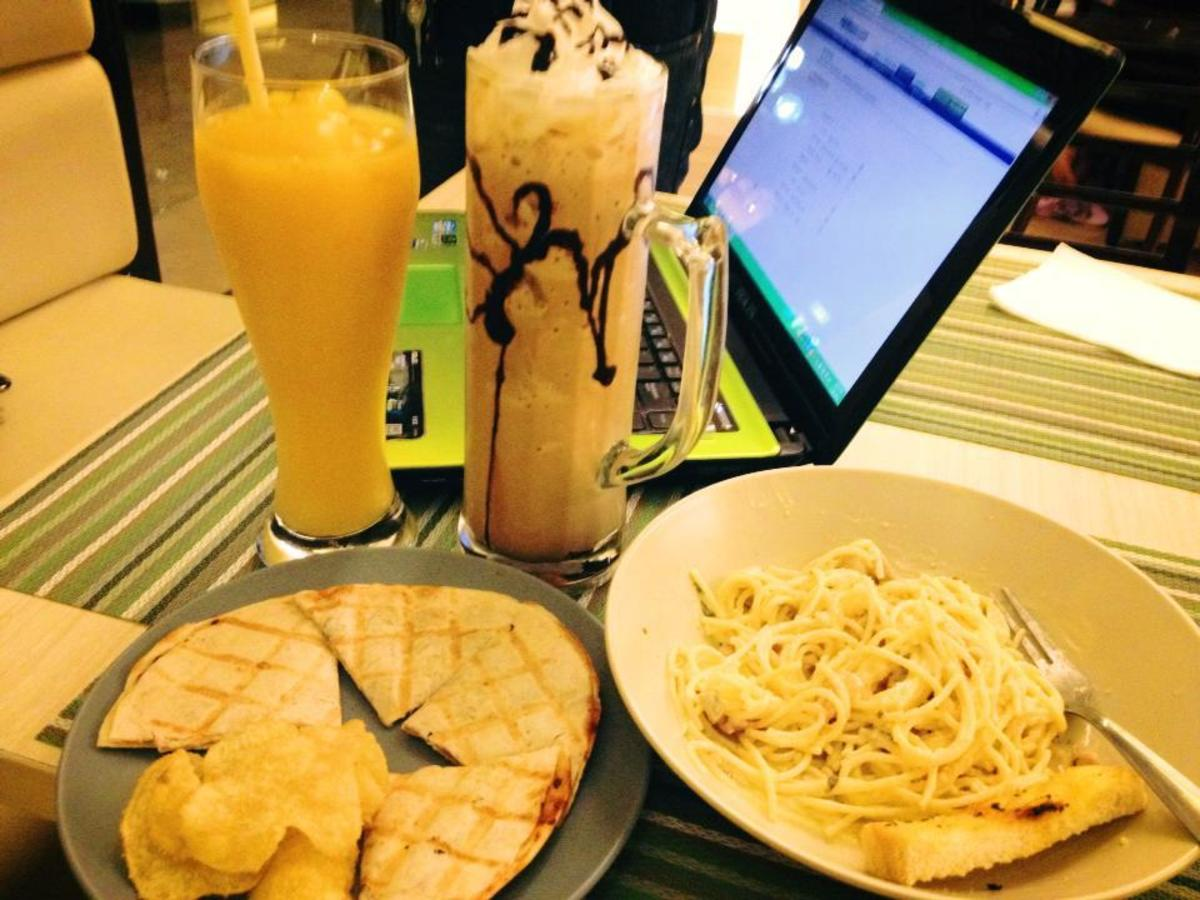 Order some fresh fruit shakes, frappe, pasta and quesadillas to quench both your thirst and your hunger.