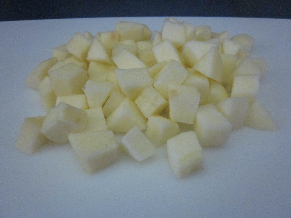 "Step 1.2: cut the apples into 1/2"" chunks"