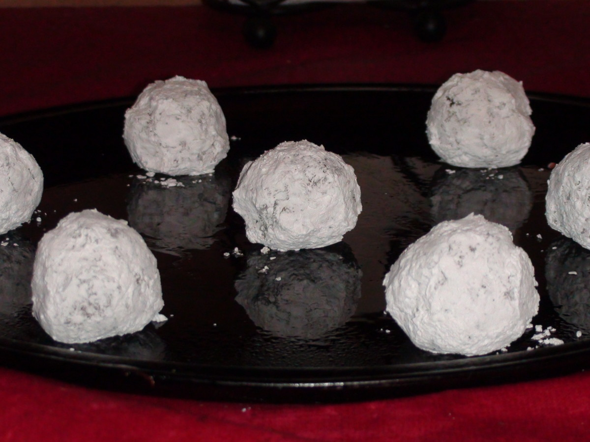 7. Make sure to get plenty of powdered sugar on the golf-ball-sized balls. Leave them plenty of room on the cookie sheet to spread.