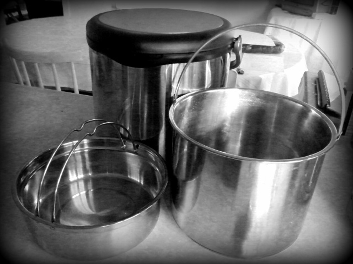 Thermal cooker with inner cooking pots.