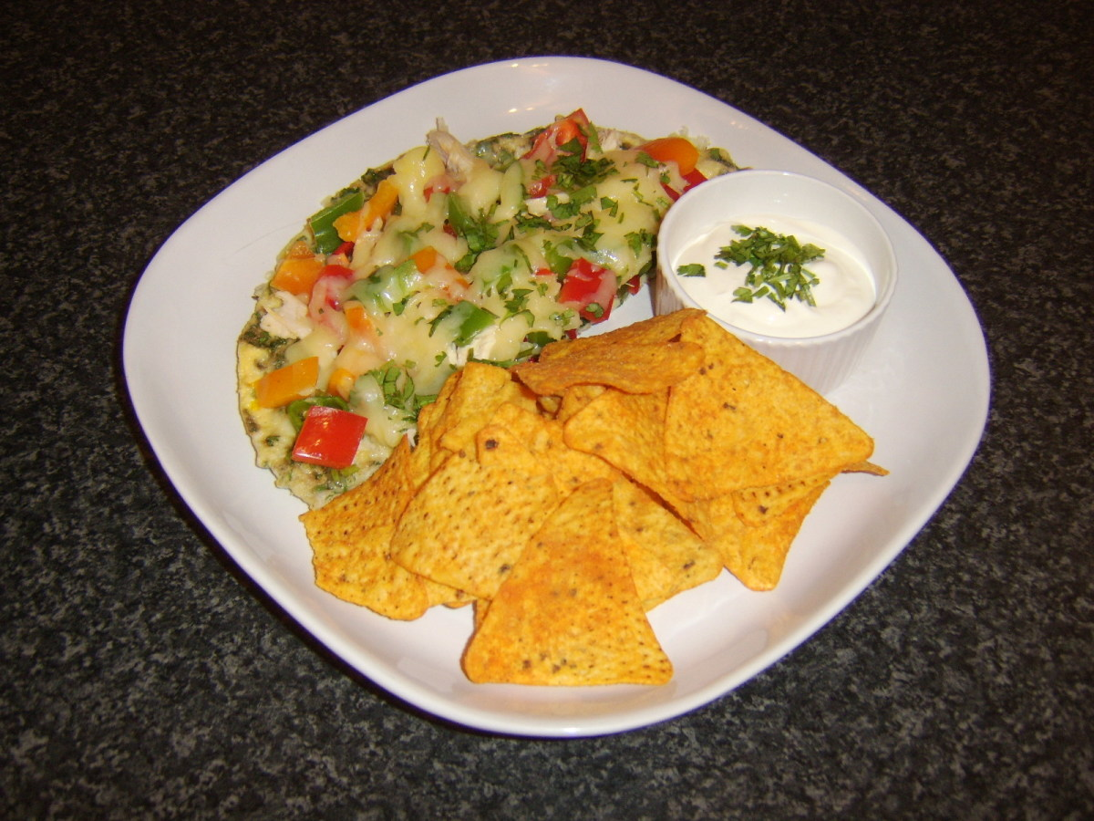 Mixed peppers and chicken half pizza omelette with spicy tortilla chips and soured cream dip