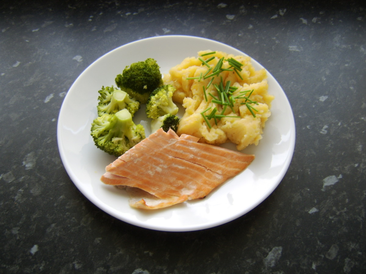Hot-smoked salmon, clapshot and broccoli.