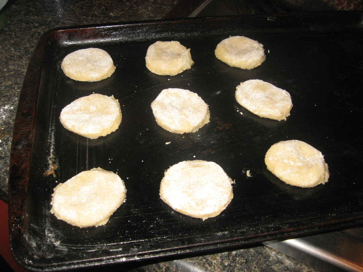 Place tea cakes on prepared pan.