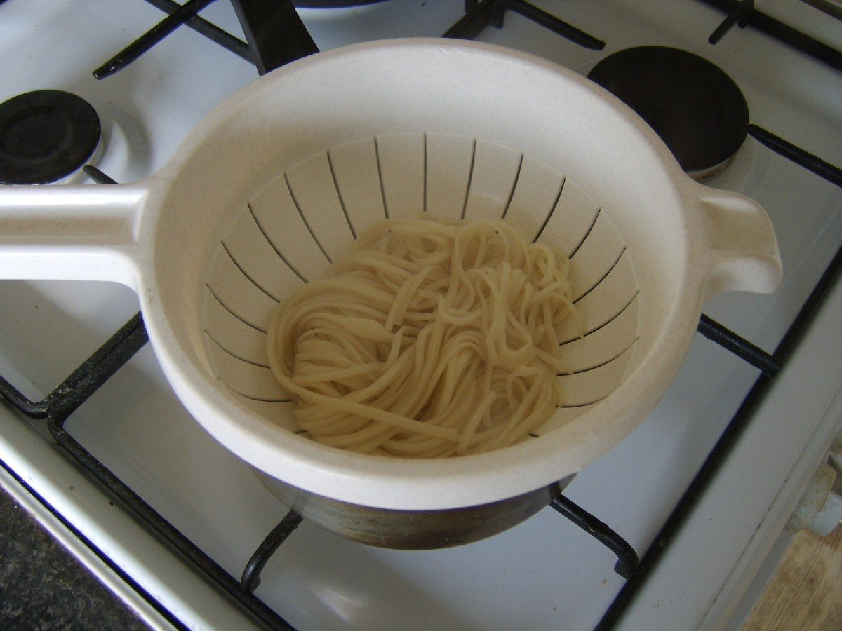 Cooked and drained egg noodles