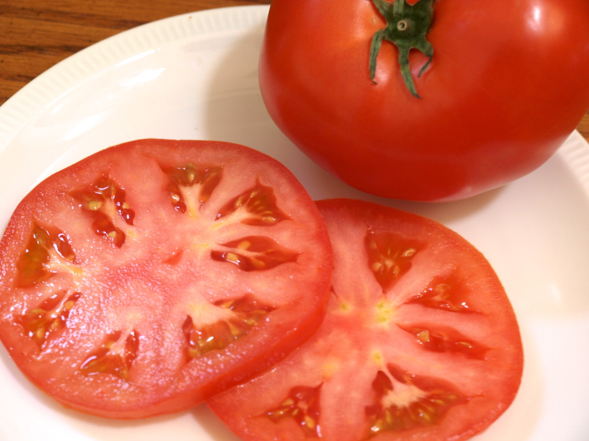 Fresh tomatoes, ready for the sandwich.
