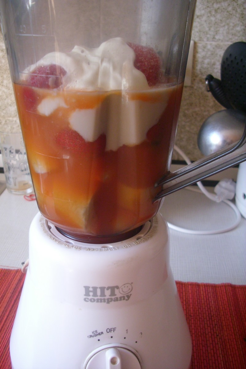 Orange juice, bananas, strawberries and yogurt in the blender.
