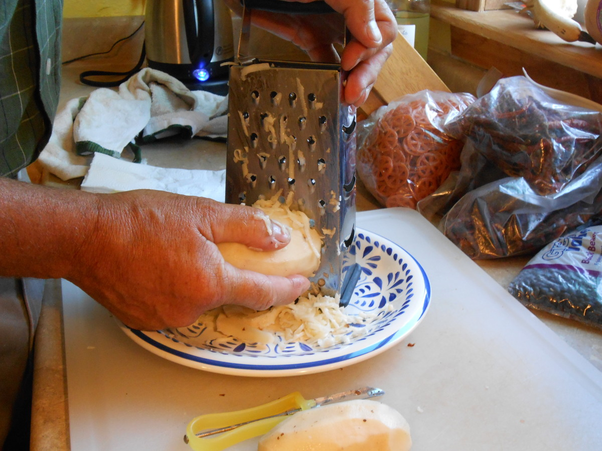 Grate potatoes into large shreds with a grater.