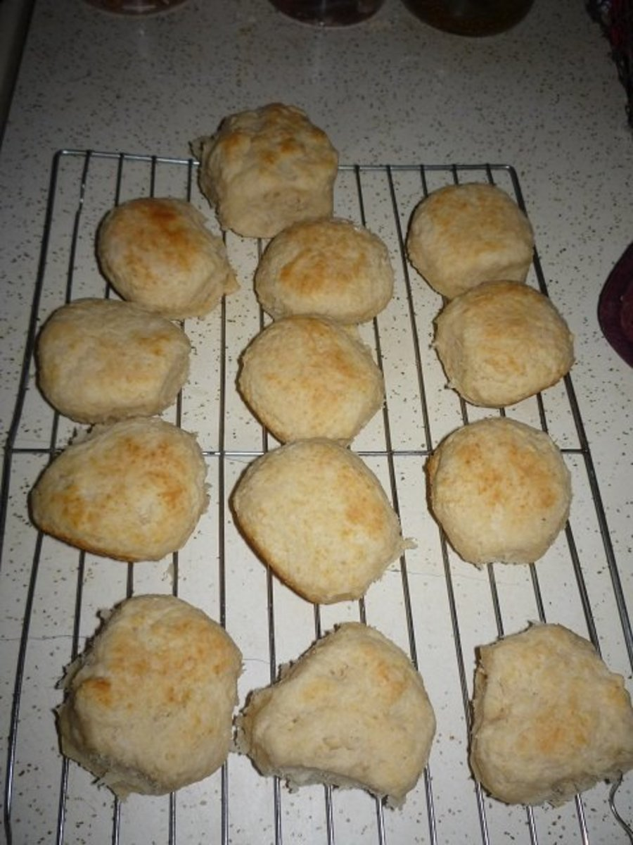Freshly baked Southern Buttermilk Biscuits waiting to be covered in the most amazing gravy in the world!