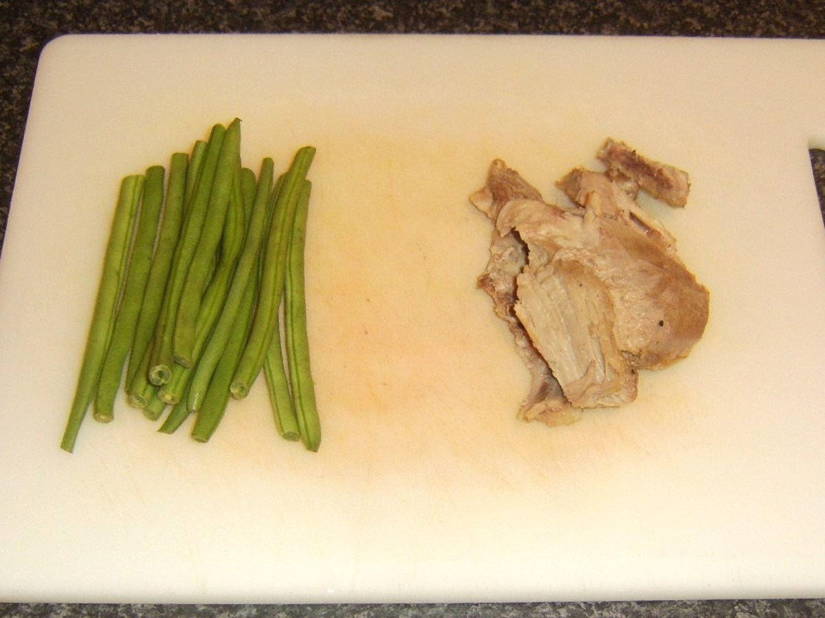 Trimmed green beans and leftover turkey