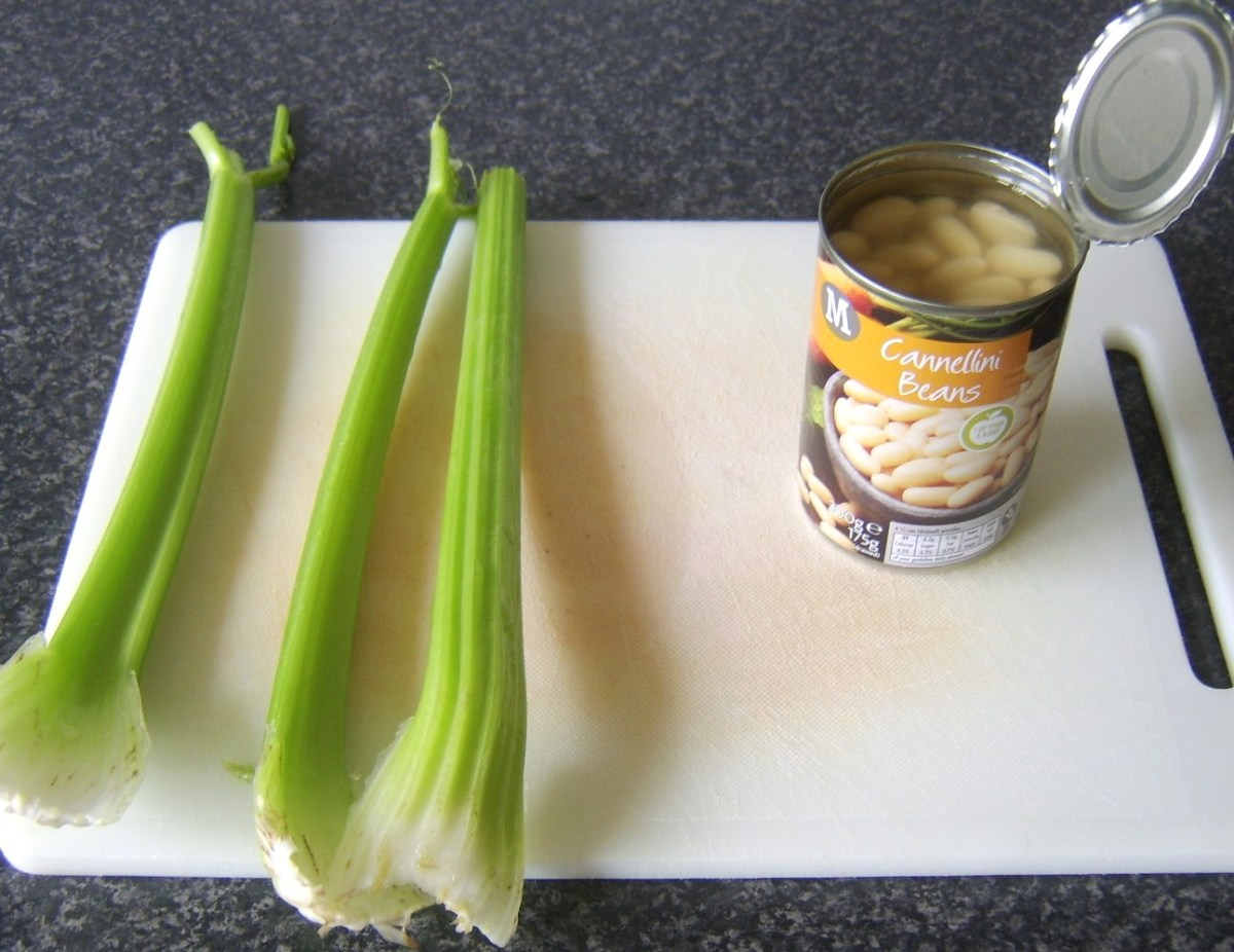 Celery sticks and canned cannellini beans