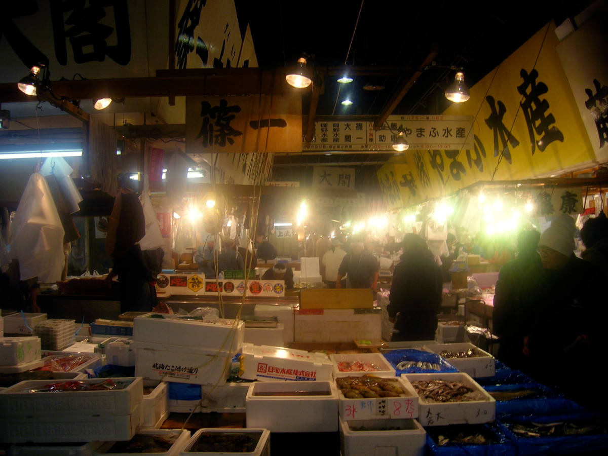 Vendors begin selling their fish at 3:30 / 4am at the Tsukiji fish market.