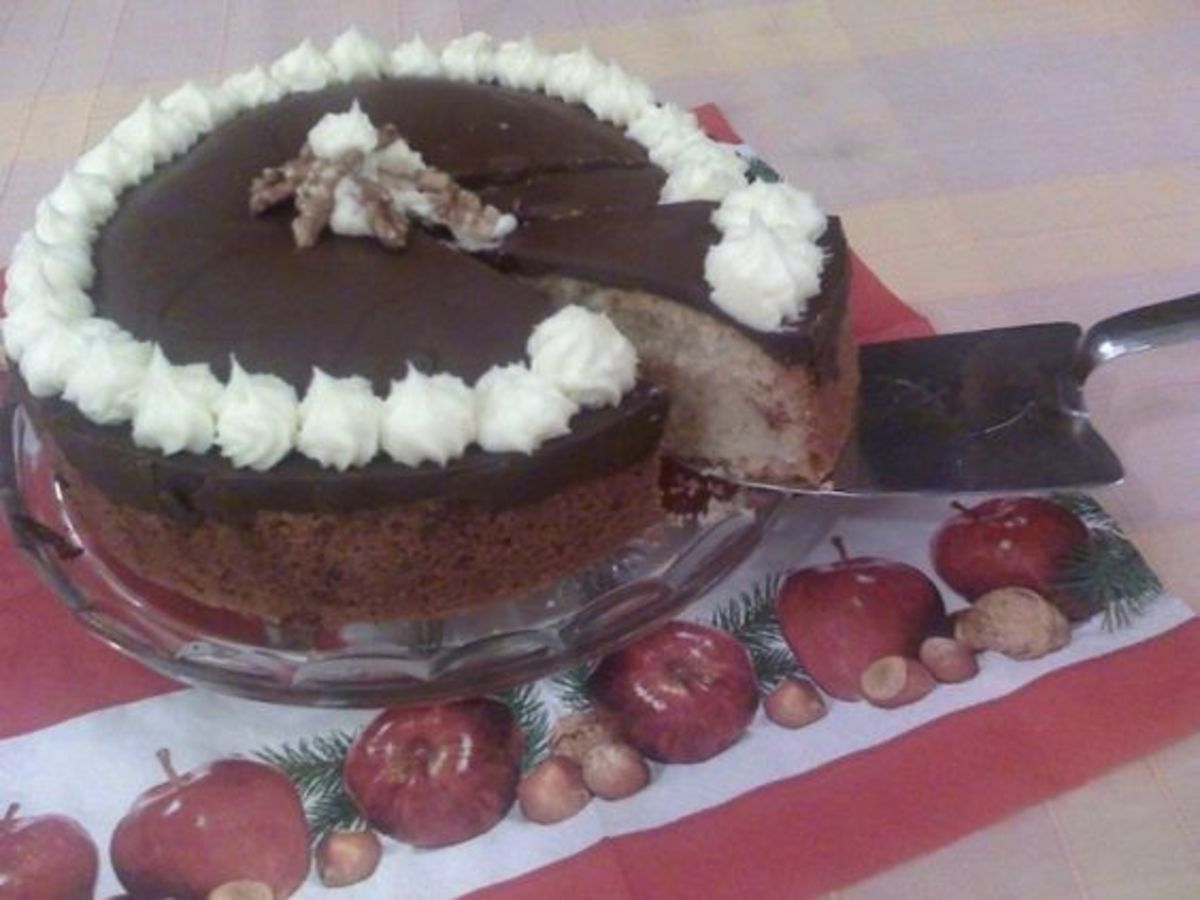 Serving the Tunis cake