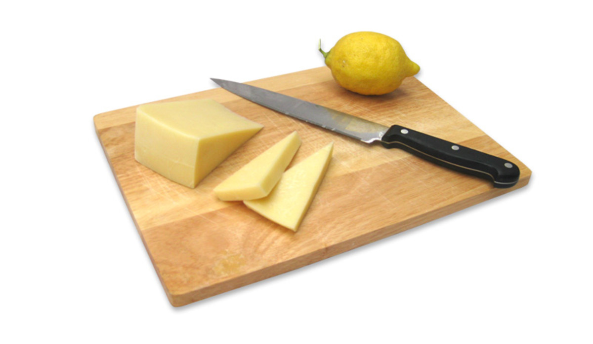 Slice saganaki cheese into 1cm thick slices.