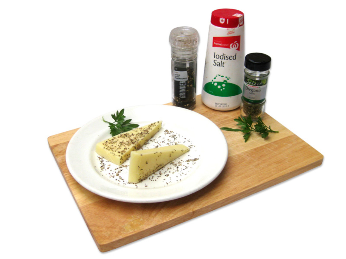 Mix oregano, pepper and salt on a plate and press the cheese into the mix on both sides. You can also use other dried mixed herbs, but oregano is the Greek preference.