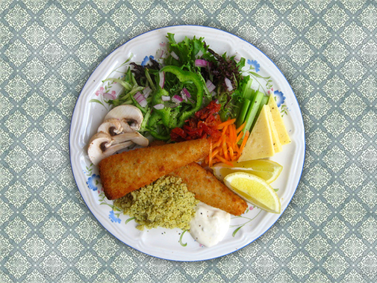 Fish fillets with a healthy salad for dinner - delicious!