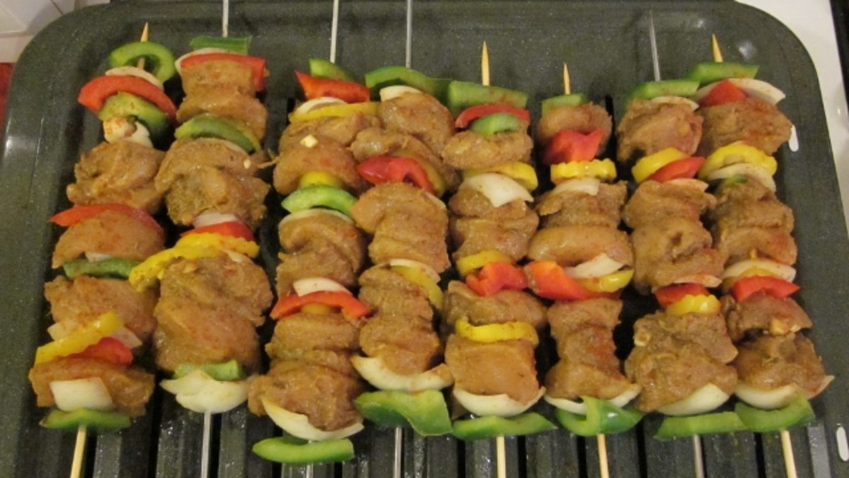 Kabobs are sprinkled with paprika before broiling.