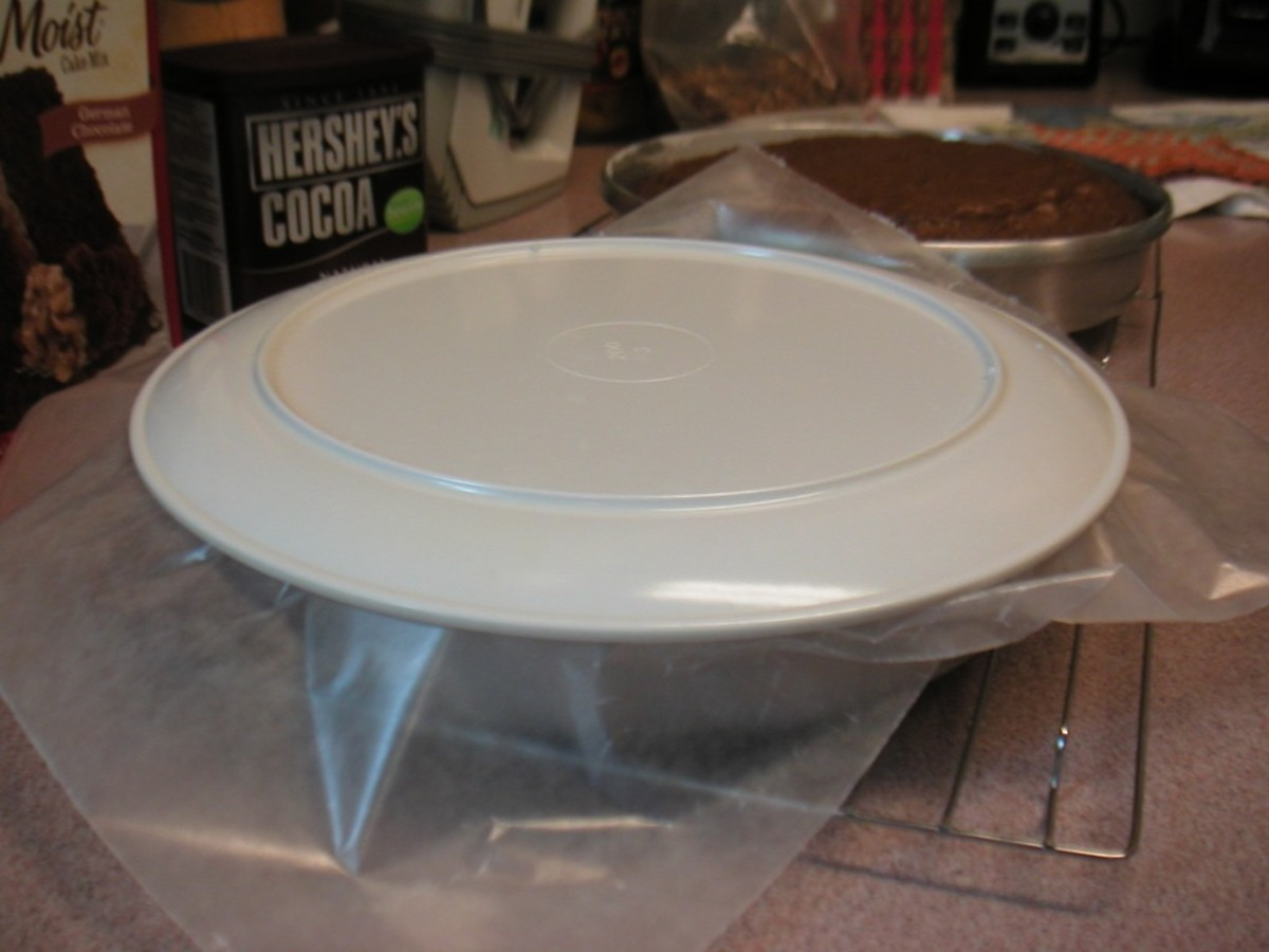 Place the paper over the cake pan and then put the dinner plate upside down on top of that.
