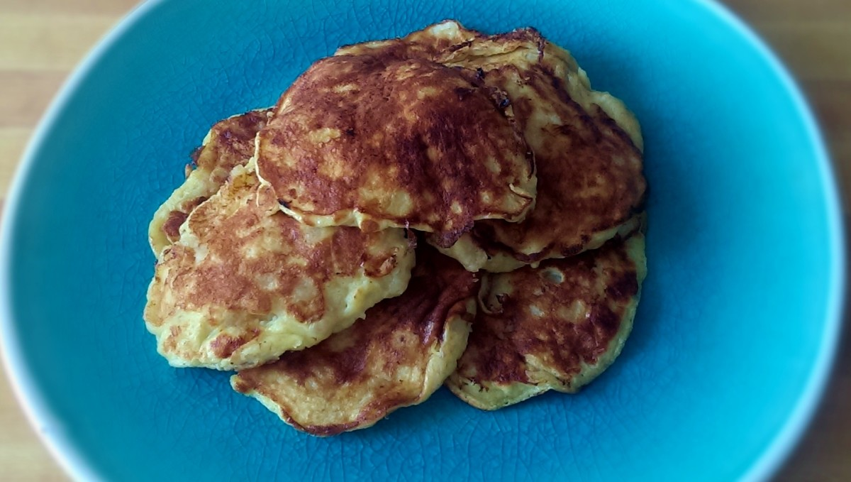 These clean-eating pancakes are light, fluffy and just gorgeous.