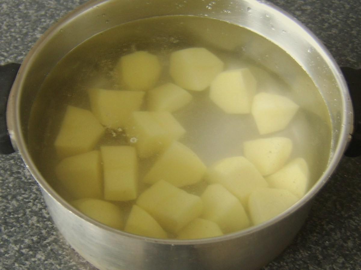 Peeled potatoes are steeped in cold water