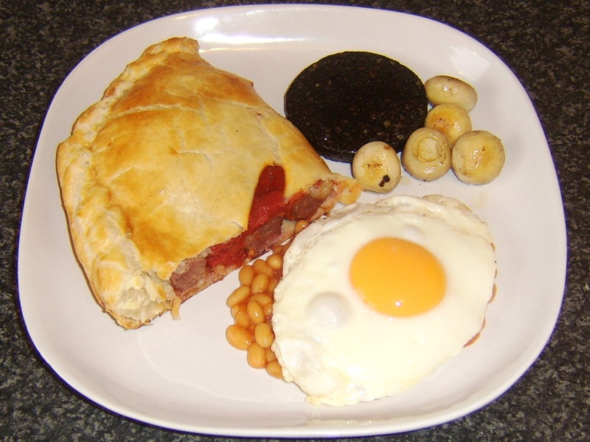 Sausage, bacon and tomato breakfast pasty
