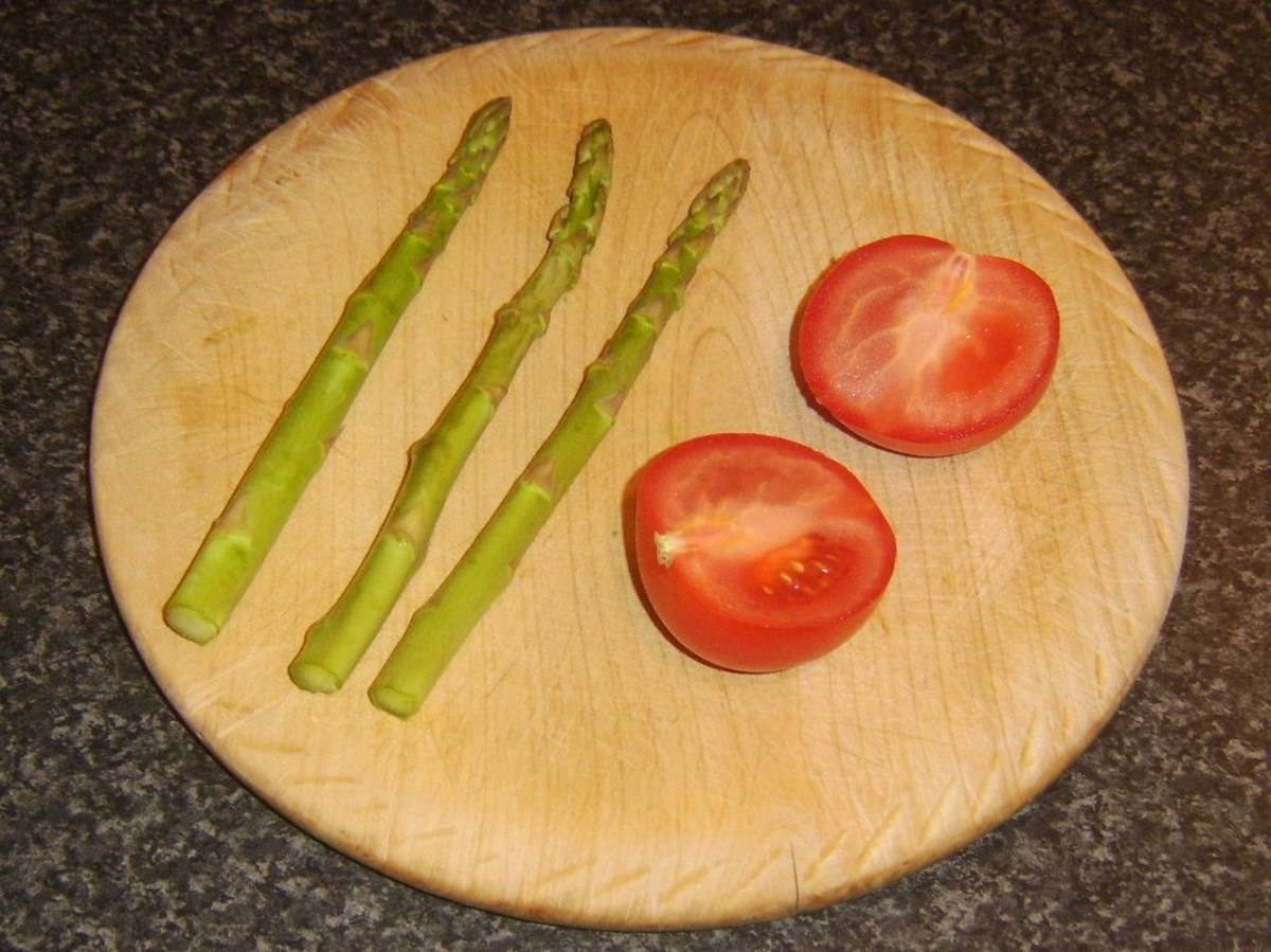 Asparagus and tomato ready for griddling