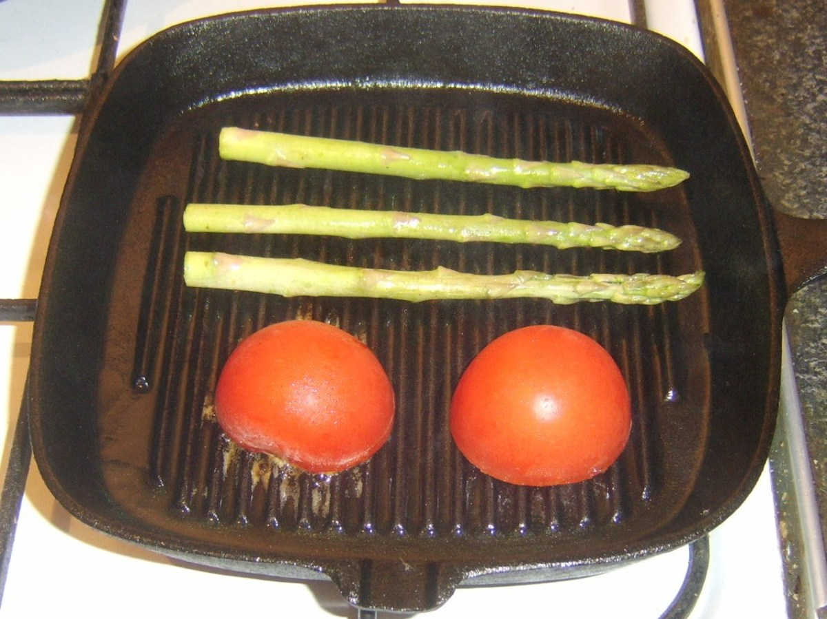 Griddling asparagus and tomato