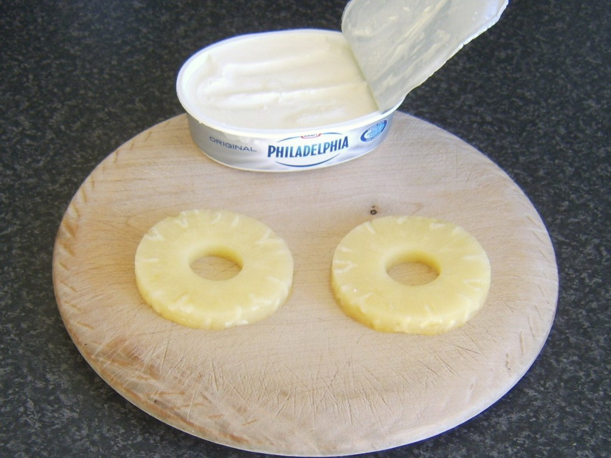 Cream cheese and pineapple for cheesecake topping