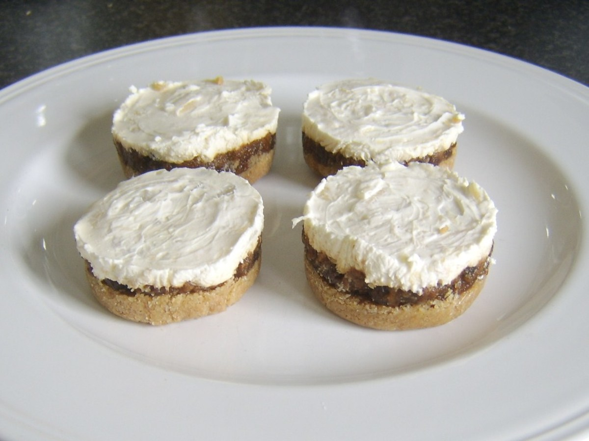 Set Christmas pudding cheesecakes
