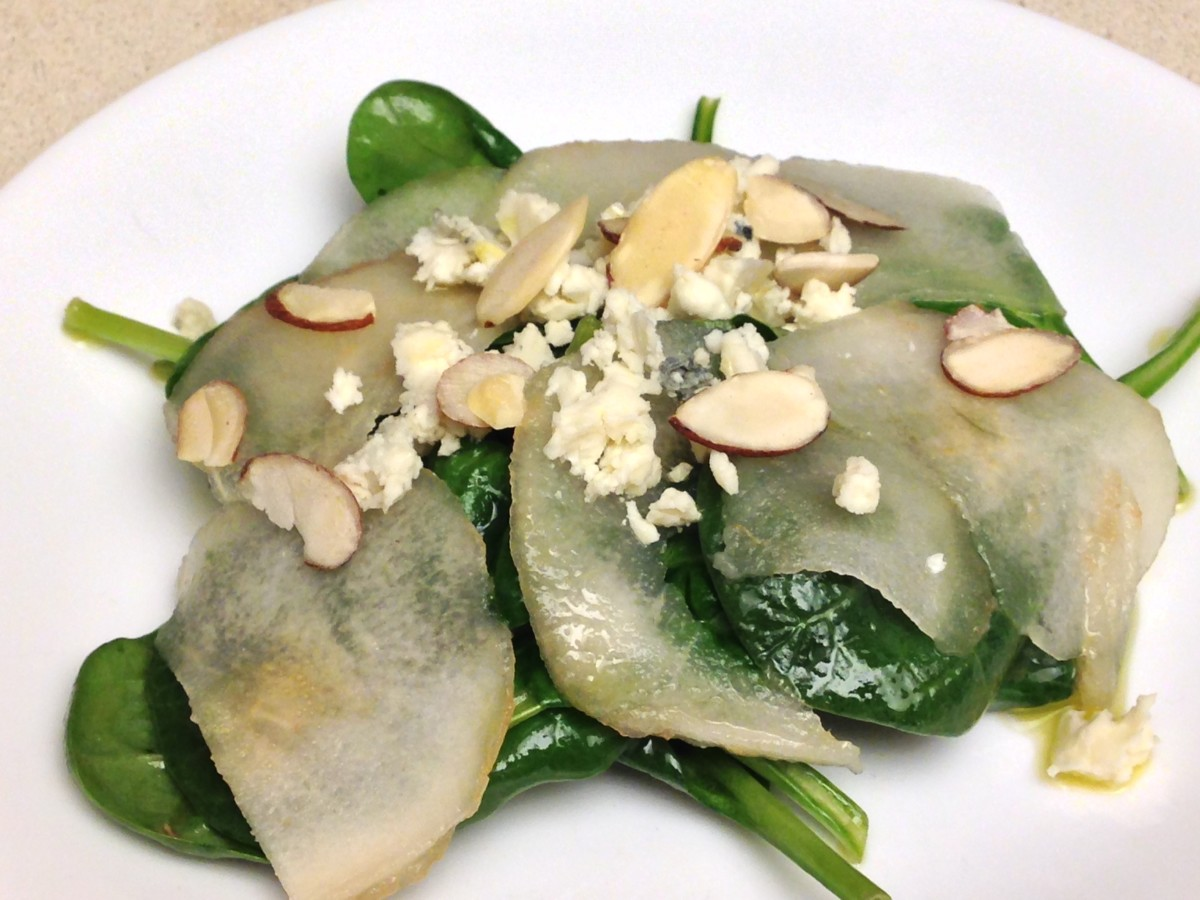 Spinach Salad with Pears, Gorgonzola Cheese, and Almonds