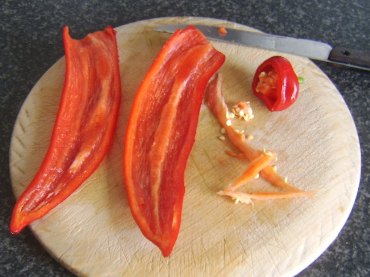 Removing seeds from sweet pepper