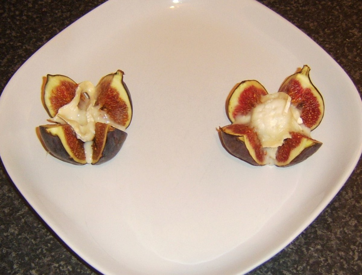 Fresh figs with melted goats cheese