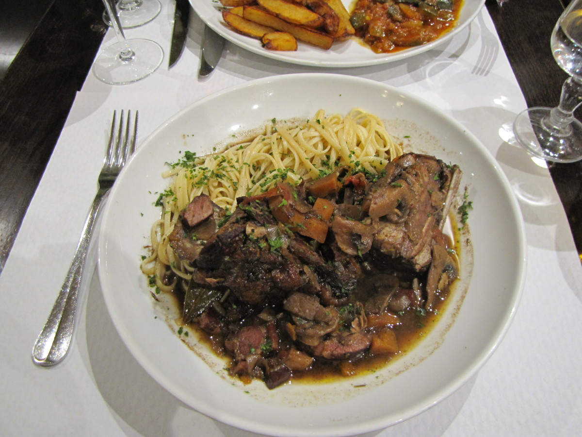 Coq au vin rouge - Rooster in red wine