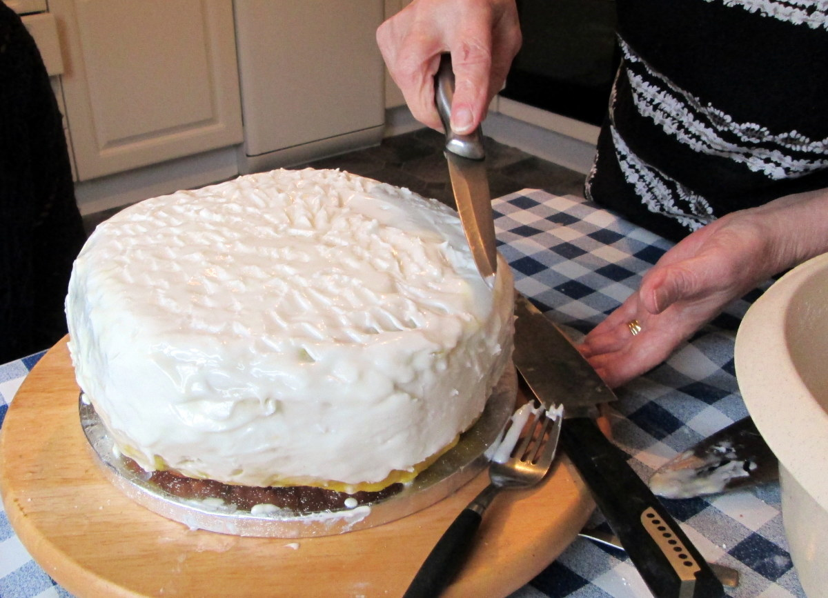 Use a knife to spread the icing evenly.
