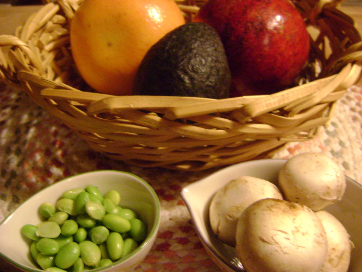 Add grapefruit, pomegranates, avocado, and edamame to brighten up your next spinach salad