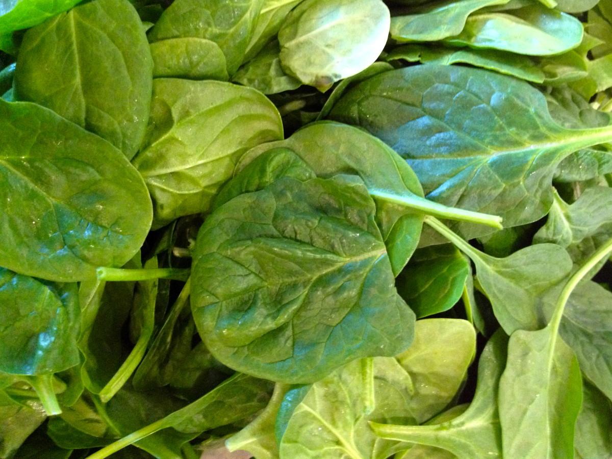 green-spinach-and-arugula-hummus