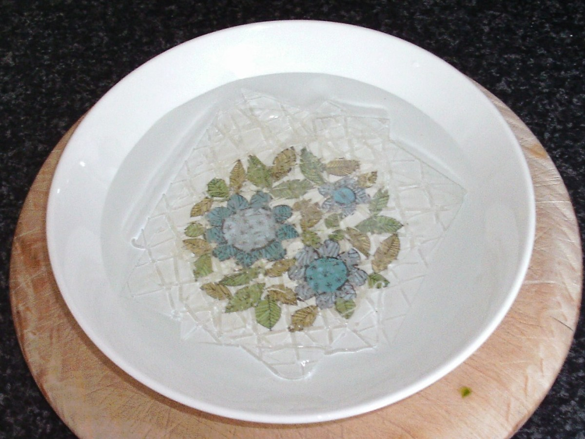 Soaking gelatine leaves in cold water