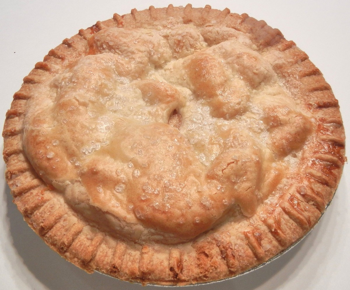 A two-crust (double crust) apple pie.