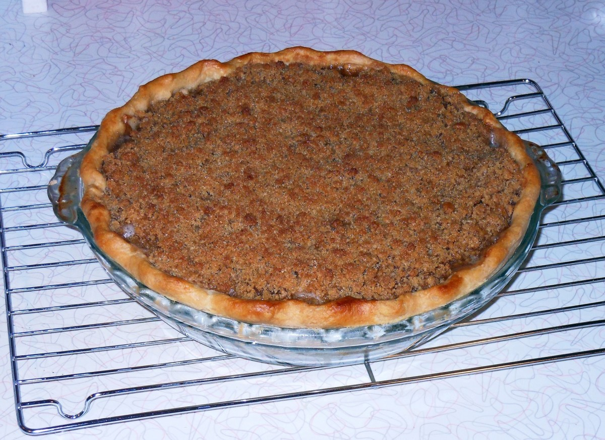 A French (streusel topping) apple pie.