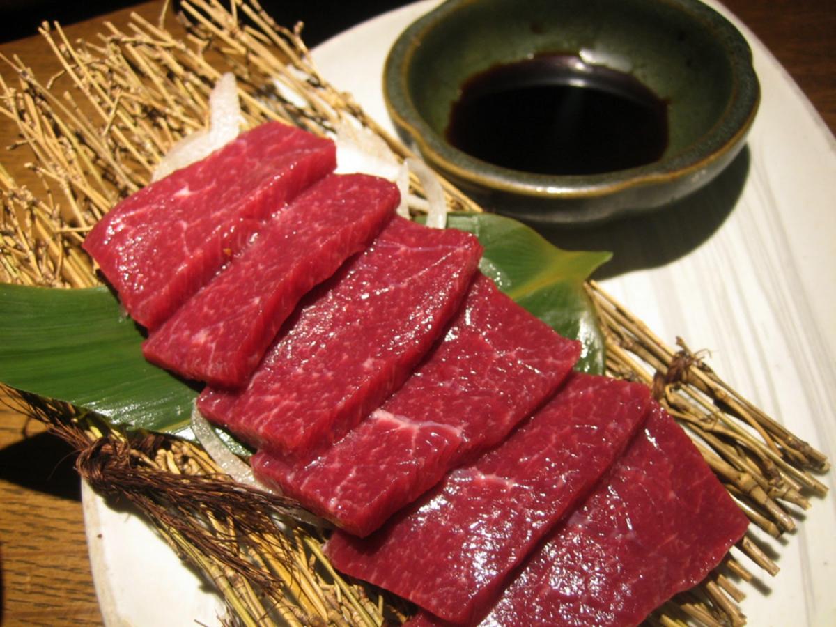 Basashi sashimi.
