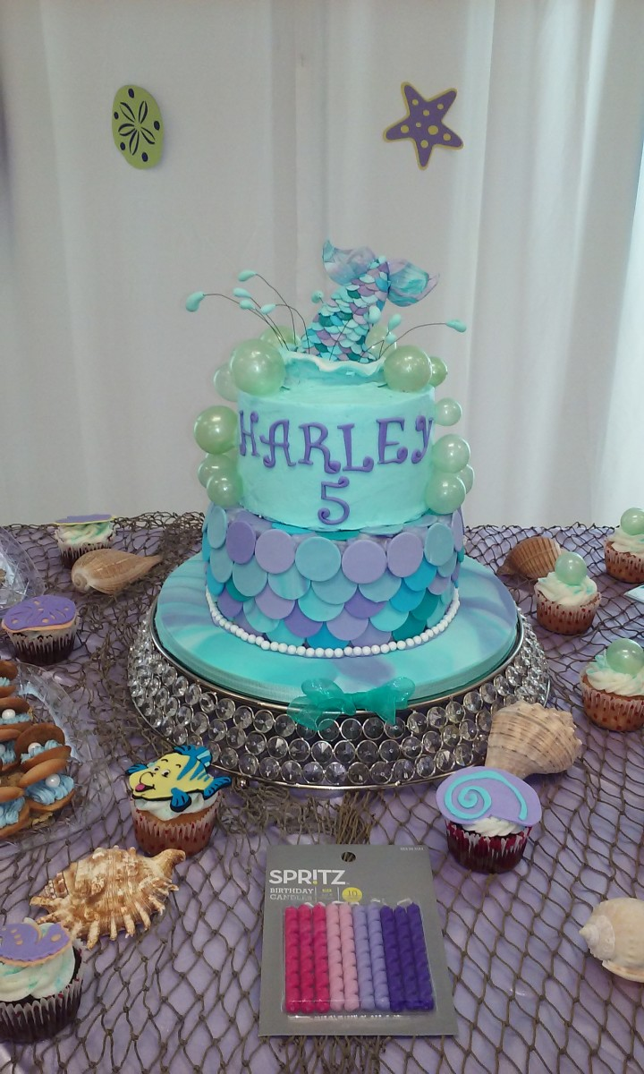 The bubbles on both the cupcakes and the cake itself were made from gelatin.