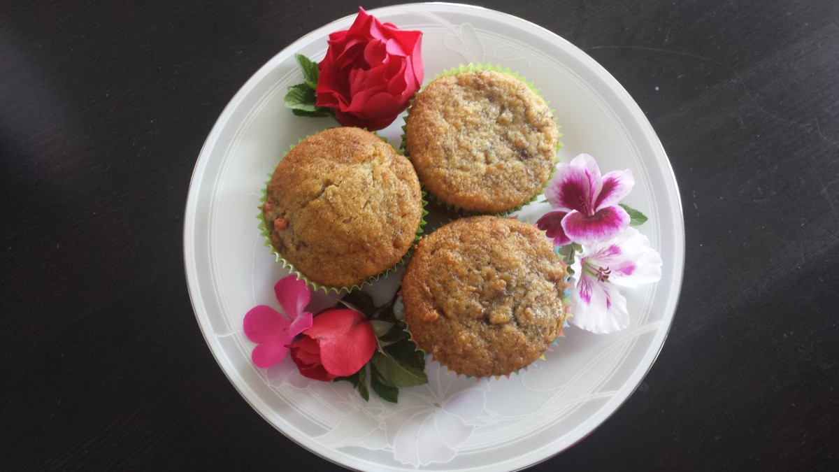 Fruit drop muffins, with and without goji berries