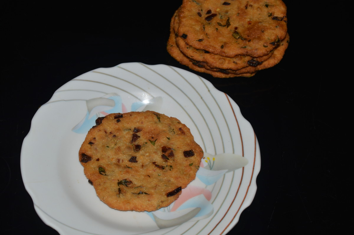 Maddur Vada does not absorb a lot of oil while frying, and it tastes good even when it is not hot.