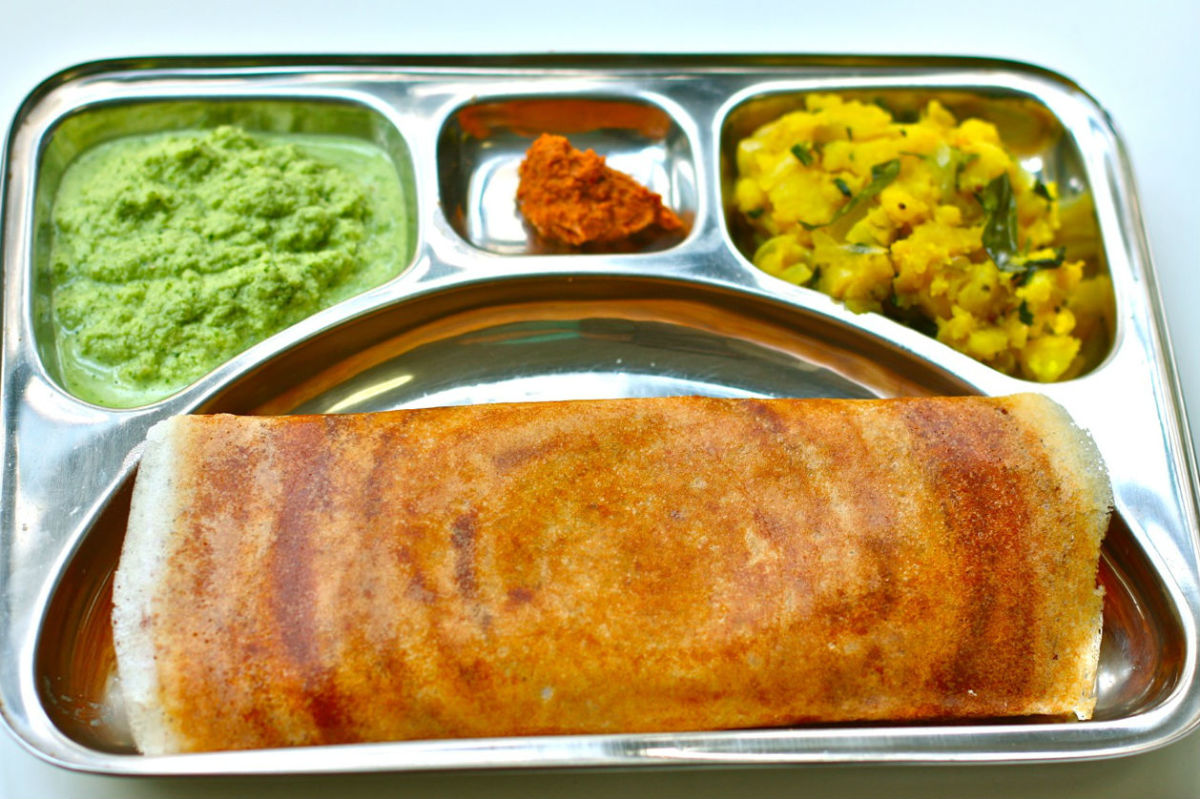 Masala Dosa with chutney and pickle