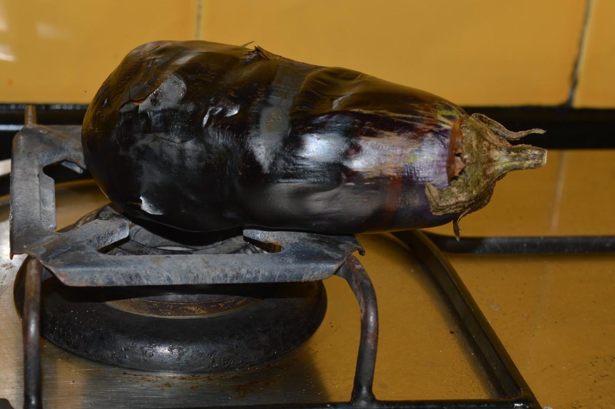 Roasting eggplant on a stove