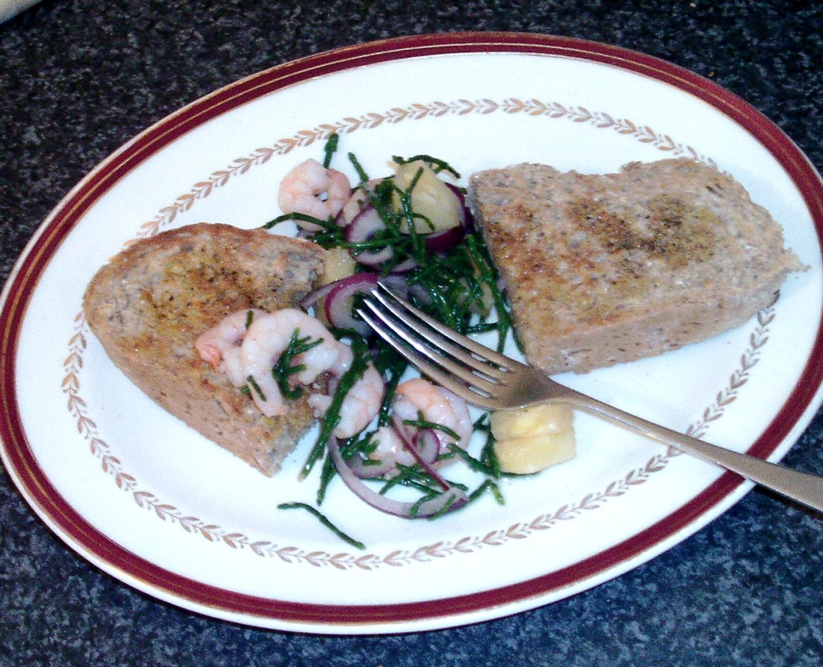 Really simple samphire, king prawn, pineapple and red onion salad with bruschetta