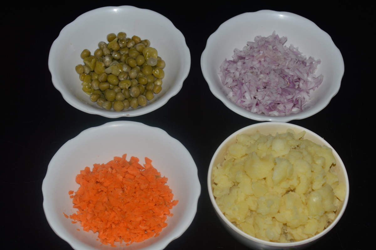 ingredients kept ready for making the stuffing