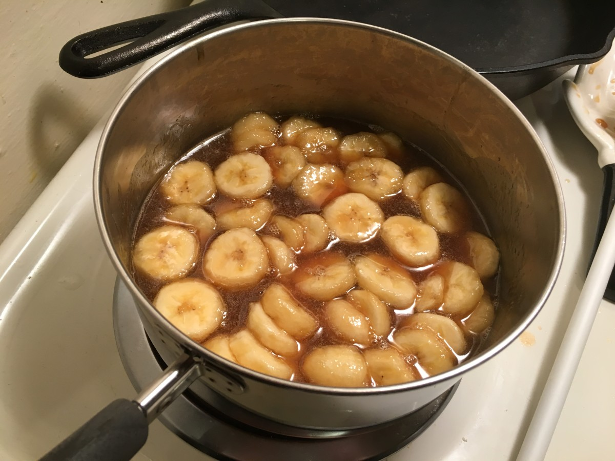 At this point the sauce is complete. It has the butter, bananas, and rum. It is ready for serving!