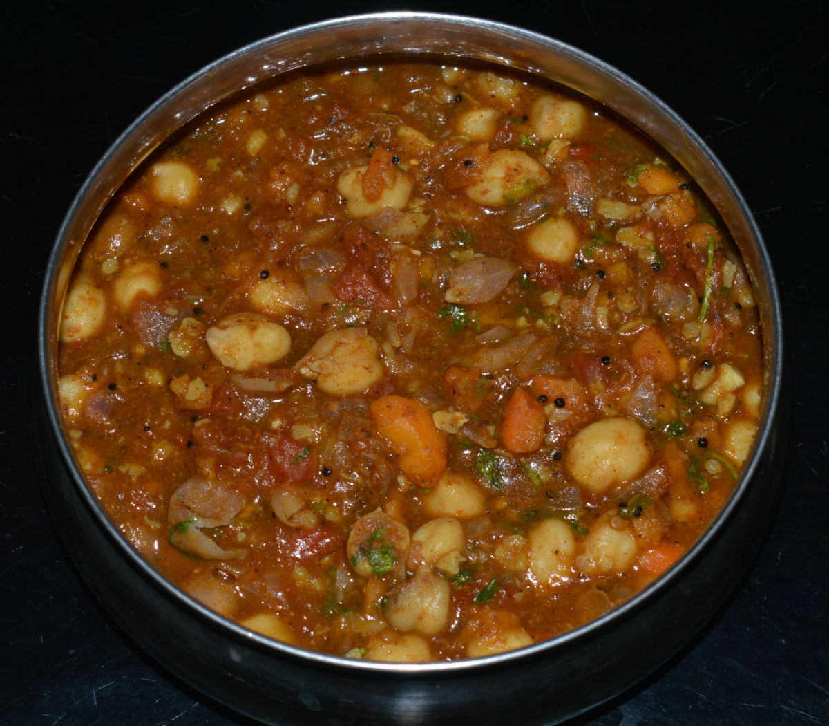 The chickpea curry (chole masala) is ready to serve!