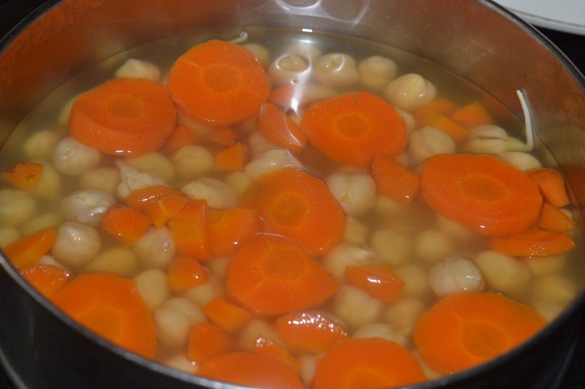 Boil the chickpeas and carrots.